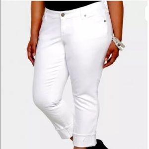 Torrid Boyfriend White Crop Jeans Size 18